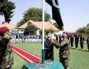 کابل: افغانستان میں پاکستان کے سفیر زاہد نصر اللہ خان یوم آزادی پر پرچم ..