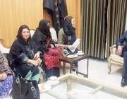 پشاور: خیبر پختونخوا اسمبلی کی اسپیکر مشتاق غنی سے خواتین اراکین صوبائی ..