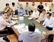 لاہور: ڈپٹی کمشنر لاہور کیپٹن (ر) انوارالحق سموگ کی روک تھام کے حوالے ..