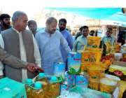 فیصل آباد: وزیر مملکت برائے ٹیکسٹائل حاجی اکرم انصاری سستا رمضان بازار ..