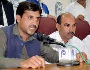 پشاور: جنوبی اضلع کے ناظم شاہ خالد دیگر ناظمین کے ہمراہ پریس کانفرنس ..