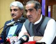 لاہور: وفاقی وزیر ریلوے خواجہ سعد رفیق پریس کلب میں پریس کانفرنس سے ..