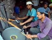 حیدر آباد:عیدالاضحی کی آمد کے موقع پر دکاندار چھریاں فرخت کے لیے تیار ..