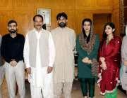 اٹک: ڈپٹی کمشنر اٹک رانا اکبر حیات کے تبادلے کے موقع پر اپنے افسران ..