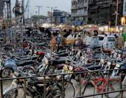 راولپنڈی: انتظامیہ کی نااہلی کے باعث راجہ بازار روڈ پر نو پارکنگ پر ..