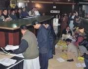 فیصل آباد: میونسپل کارپوریشن میں38کروڑ کے ٹھیکے جات کی نیلامی زیر صدارت ..