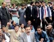 مظفر آباد: سابق وزیر سید بازل نقوی محکمہ تعلیم کے خلاف احتجاجی دھرنے ..