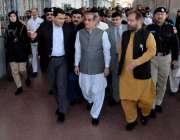 راولپنڈی: وفاقی وزیر ریلوے خواجہ سعد رفیق خیبر میل کی نئی کوچز کا افتتاح ..