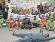 لاہور: ایل ڈبلیو ایم سی سویپر یونین کے زیر اہتمام ملازمین اپنے مطالبات ..