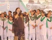 لاہور: یوم دفاع پاکستان کے حوالے سے ٹاؤن ہال میں منعقدہ تقریب میں گلوکارہ ..