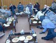 لاہور: پاکستان تحریک انصاف کے چیئرمین ڈاکٹر طاہرالقادری اے پی سی سٹیرنگ ..