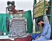 اسلام آباد: دکاندار دوپہر کے وقت آرام کر رہا ہے۔