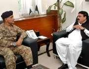 اسلام آباد: وفاقی وزیر ریلوے شیخ رشید احمد ڈی جی ایف ڈبلیو او میجر جنرل ..