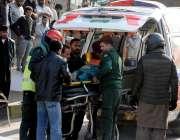 راولپنڈی: مری روڈ پر حادثے کا شکار ہونے والے زخمی موٹر سائیکل سوار کو ..