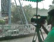 لاہور:صوبائی رارالحکومت میں ہونیوالی موسلا دھار بارش کے دوران ایک ..