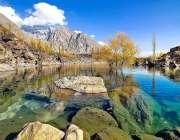 سکردو: اپر کچورا جھیل کا دلکش منظر۔