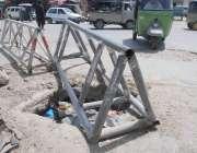 راولپنڈی: پیر ودھائی روڈ پر کھلے مین ہول کو بند کرنے کی بجائے انتظامیہ ..