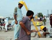 اسلام آباد: وفاقی دارالحکومت میں واپڈا کے اہلکار کھنہ پل انٹر چیج پر ..