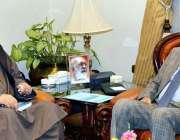 کوئٹہ: گورنر بلوچستان محمد خان اچکزئی سے اپوزیشن لیڈر عبدالرحیم زیارتوال ..