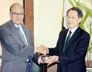 راولپنڈی: نگران وزیر دفاع لیفٹیننٹ جنرل (ر) نعیم خالد لودھی جاپان کے ..