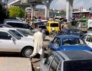 راولپنڈی: انتظامیہ کی نا اہلی مری روڈ موتی محل کے قریب شوروم مافیہ نے ..