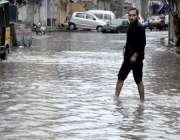 راولپنڈی: امام باڑہ چوک کی گلی میں ناقص سیوریج سسٹم کے باعث سڑک تالاب ..