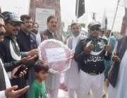 لاہور: یوم دفاع پاکستان کے موقع پر عوامی تحریک کے سیکرٹری جنرل خرم نواز ..