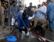 راولپنڈی: راجہ بازار کوٹ گلی میں لگنے والی آگ بجھانے کے لیے آئی ریسکیو ..