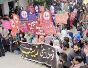 لاہور: عوامی تحریک کی جانب سے نکالی گئی جسٹس فار زینب احتجاجی ریلی کی ..