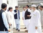 پشاور: سپیکر خیبر پختونخوا اسمبلی مشتاق غنی اسمبلی سیکرٹریٹ کا دورہ ..
