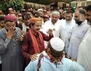 کراچی: پاکستان تحریک انصاف کے رہنما حلیم عادل شیخ جیتنے کے بعد حلقے ..