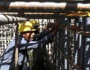 پشاور: مزدوروں کے عالمی دن کے موقع پر مزدور پشاور بس ریپڈ ٹرانزٹ منصوبہ ..