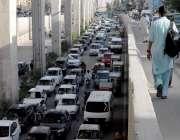 راولپنڈی: ٹریفک پولیس کی نا اہلی کے باعث مری روڈ پر شدید ٹریفک جام کا ..