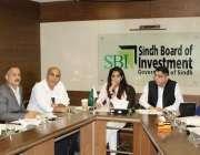 کراچی: چیئرمین سندھ بورڈ آف انویسٹمنٹ ناہید میمن بو رڈ کے کمیٹی روم ..
