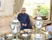 لاہور: صدر مملکت ڈاکٹر عارف علوی اور گورنر پنجاب چوہدری محمد سرور سینئر ..