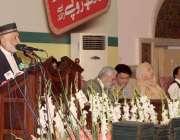 لاہور: ایوان اقبال میں منعقدہ تقریب کے آغاز سے قبل مرغوب احمد ہمدانی ..