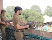 لاہور: یوم دفاع پاکستان کے حوالے سے ٹاؤن ہال میں منعقدہ تقریب کے موقع ..