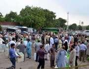 لاہور: عام انتخابات کے سلسلہ میں پولینگ کا سامان لیجایا جار ہا ہے۔