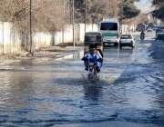 کوئٹہ: کالون روڈ پر کھڑے سیوریج کی پانی کے باعث شہریوں کو مشکلات کا ..