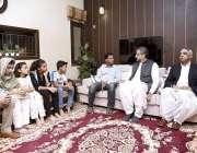 کراچی: وزیر اعظم شاہد خاقان عباسی امریکہ میں فائرنگ سے جاں بحق ہونیوالی ..