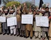 پشاور: دوسہرہ ضلع چار سدہ کے رہائشی گیس لوڈ شیڈنگ کیخلاف پریس کلب کے ..