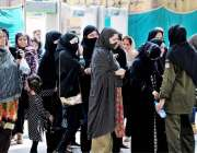 راولپنڈی: کمیٹی چوک میں عاشورہ کے مرکزی جلوس میں آنے والی خواتین کی ..