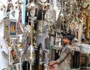 حیدر آباد: دکاندار گاہکوں کو متوجہ کرنے کے لیے محرم الحرام کے حوالے ..