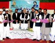 کرک: وزیر اعلیٰ خیبر پختونخوا محمود خان کرک پریس کلب کے ممبران سے حلف ..