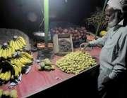 اسلام آباد: وفاقی دارالحکومت میں ایک معمر شخص عید سے باخبر غربت کے باعث ..