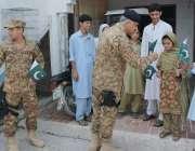 بنوں: ڈپٹی کمانڈر کرنل حنیف شہید شاہ قیاز کی بیٹی اور خاندان کے افراد ..