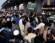 راولپنڈی: کمیٹی چوک کے قریب انتظامیہ کی طرف سے تجاوزات آپریشن کے دوران ..