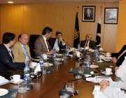 اسلام آباد: نگران وفاقی وزیر وزیر برائے ٹیکنیکل ایجوکیشن پروفیسر یوسف ..