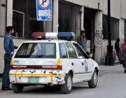 راولپنڈی راجہ بازار میں شہریوں کے چالانے کرنے والے ٹریفک پولیس اہلکار ..