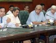 لاہور: نگران صوبائی وزیر صحت ڈاکٹر جواد ساجد کابینہ کمیٹی برائے ڈینگی ..